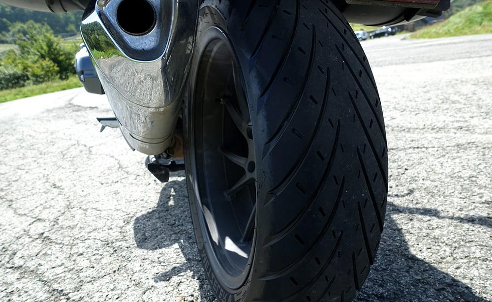 Choisir les pneus de votre moto